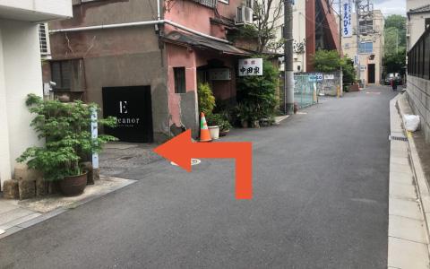 新宿御苑から近くて安い《新宿駅徒歩3分!軽・コンパクト推奨》新宿4丁目駐車場