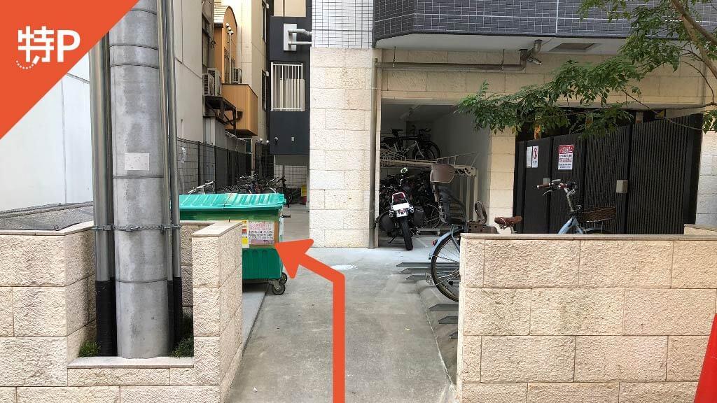 HEP FIVEから近くて安い《原付専用》WOB梅田駐車場